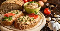 Kuracia nátierka - dôkladná príprava krok za krokom. Recept patrí medzi tie najobľúbenejšie. Celý postup nájdete na online kuchárke RECEPTY.sk.