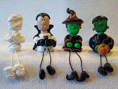 Polymer clay figurines for Halloween Polymer Clay Halloween, Halloween Doll, Polymer Clay Dolls, Polymer Clay Projects, Polymer Clay Creations, Halloween Crafts, Halloween Clipart, Holidays Halloween, Halloween