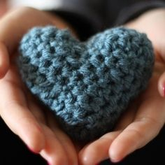 Looking for an adorable homemade Valentine's day project? These knitted hearts are perfect for friends and family!
