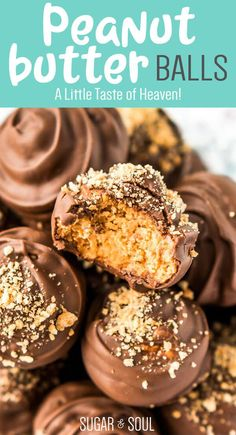 No Bake! Peanut Butter Balls are a classic no-bake treat made with graham crackers, creamy peanut butter, powdered sugar, and chocolate! Perfect for the holidays! Köstliche Desserts, Best Dessert Recipes, Candy Recipes, Holiday Baking, Christmas Desserts, Christmas Baking, Delicious Desserts, Christmas Candy, Christmas Cookies