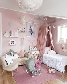 Happy new week! We love this pretty pink little girl's room by @mamma_malla 👈🏻 . #kidsroom #kidsdecor #kidsinterior #kidsroomdecor #kidsroominspo