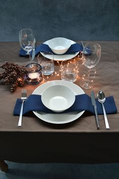 #christmastable #tabledecoration #napkinfolding #luxurytabledecoration | Cottona - Covering tables with love. Visit www.cottona.com to create your own personal collection. Christmas Table Settings, Christmas Table Decorations, Decoration Table, Table Arrangements, Table Centerpieces, Comment Dresser Une Table, Diner Table, Dining Etiquette, Table Set Up
