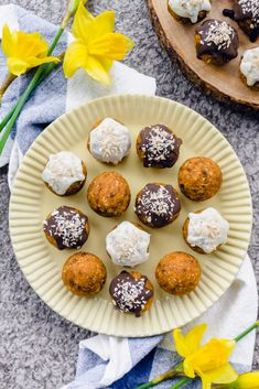 Vegan Carrot Cake Truffles (or bliss balls!)   http://www.radiantrachels.com/carrot-cake-truffles/ #glutenfree #vegan #recipe #Easter #snacks