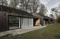Image 2 of 32 from gallery of Family House Neveklov / ATELIER KUNC architects. Photograph by Jan Vrabec Wood Cladding, Exterior Cladding, Wood Siding, Bali Stil, Bungalow, Steel Framing, Modern Barn House, Huge Houses, Charred Wood
