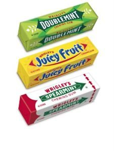 remember the advert with the guy running about with an enormous pack of Wrigleys under his arm? :) Double Mint & Juicy Fruit (my fave) Gum - Kj 90s Candy, Hello Kitty Rooms, Fruit Gums, Childhood Memories 90s, Fruit Logo, Blowing Bubbles, Vintage Candy, Chewing Gum, Retro Logos