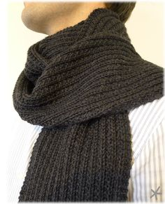 Echarpe pour homme (mon petit bazar) avec le How to Cowl Scarf, Man Scarf, Knitted Shawls, Knitted Scarves, Knitting Patterns, Knit Crochet, Wool, Clothes, Men's Scarves