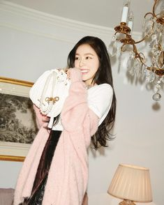 All hail, Queen Irene! Red Velvet's Irene has recently been announced as the new 'Girl in Miu Miu' o Red Velvet アイリーン, Irene Red Velvet, Velvet Style, Seulgi, Red Velvet Photoshoot, Perfect Photo, Comfortable Outfits, South Korean Girls, Girl Crushes