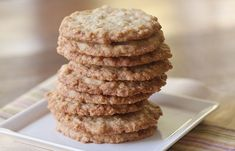 La meilleure recette de galettes d'avoine comme à l'école secondaire! Cooking Oatmeal, Desserts With Biscuits, Oatmeal Cookies, Fondant Cakes, Baked Goods, Sweet Tooth, Bakery, Dessert Recipes, Food And Drink