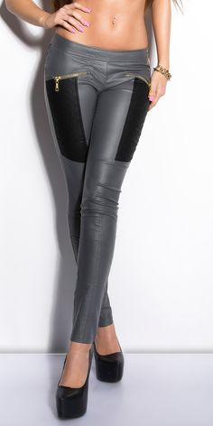 Pantaloni per donna in vari taglie come da foto I Treggins sono dei pantaloni elasticizzati che hanno la comodità dei leggins e laforma come dei pantaloni , chi li prova non può non indossarli ad ogni occasione… 4% Elasthan / 66% Baumwolle / 30% Polyester ideale per giovani e meno [...]