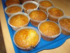 karamellás muffin Muffins, Breakfast, Food, Cupcake, Candy, Caramel, Recipies, Morning Coffee, Muffin