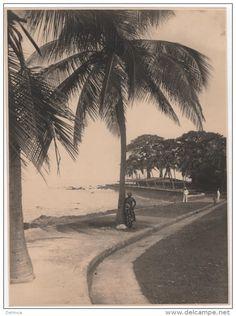 Afrika - Photo Originale DESCHACHT CONAKRY GUINEE FRANCAISE AFRIQUE bord de mer femme seins nus nude nu
