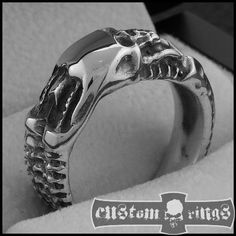 Small Giger Skull Ring by CustomRingsPL on Etsy, zł280.00