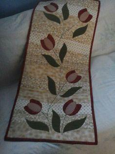 Caminho de mesa tulipas