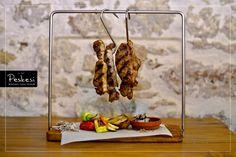 Σύγλινο πριν το κιουπί: Χοιρινή μπριζόλα, καπνισμένη με θυμάρι & φασκόμηλο. Crete, Restaurant, Dishes, Breakfast, Recipes, Food, Kitchens, Morning Coffee, Diner Restaurant