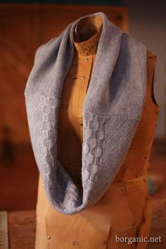Infinity scarf: | 30 Easy And Cuddly DIY Ideas For Recycling Old Sweaters