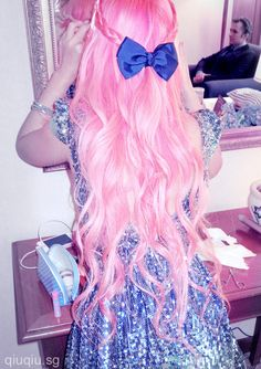 bubblegum pink hair with bow- so pretty! Hot Pink Hair, Pastel Pink Hair, Pink Hair Bows, Pastel Goth, Peach Hair, Mermaid Hair, Dream Hair, Rainbow Hair, Love Hair