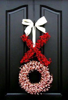 #Valentine's Day ideas #red & white #XOXO door #wreath  ToniK Ðℯck Ʈհe HÅĿĿs