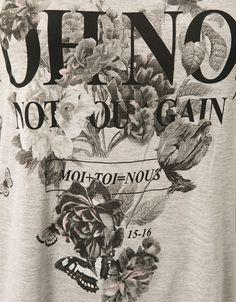 T-shirt estampada abertura lateral com eyelets. Descubra esta e muitas outras roupas na Bershka com novos artigos cada semana