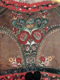 Balassa–Ortutay: Hungarian Ethnography and Folklore / List of Sources for Colour Plates Chain Stitch Embroidery, Embroidery Stitches, Embroidery Patterns, Hungarian Embroidery, Folk Embroidery, Mode Russe, Bordado Popular, Stitch Head, Ethnic Patterns