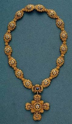 Portuguese Necklace in gold filigree and enamel., via Maria isabel Machado Mendes Jewelry Art, Jewelry Gifts, Gold Jewelry, Gold Necklace, Jewelry Design, Jewellery, Silver Necklaces, Ancient Jewelry, Antique Jewelry