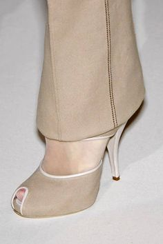 Givenchy Fall 2007 Couture Detail -