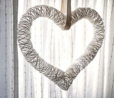 Como fazer coração de barbante com cola para decoração da casa