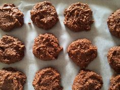 A gluten free and low carb chocolate cookie made with avocado instead of butter. The result is a soft tasty cookie with no taste of avocado!