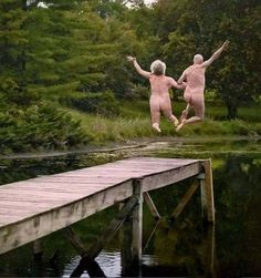 H A P P Y grandparents day! wishing everyone out there a bare bum sunday . Parejas Goals Tumblr, Senior Humor, Older Couples, Growing Old Together, Applis Photo, The Golden Years, Old Love, Grandparents Day, Psychedelic Art
