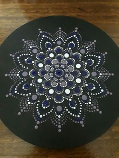 Dotty desk in black and white Mandala Canvas, Mandala Painting, Mandala Art, Wood Painting Art, Dot Painting, Stone Painting, Mandala Painted Rocks, Mandala Rocks, Mandala Pattern