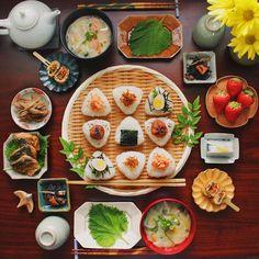 Japanese food 和食 日式早餐 おにぎり riceball 味噌汁 miso soup Japanese Dishes, Japanese Food, Cute Food, Yummy Food, Asian Cookbooks, Snacks Dishes, Rainbow Food, Food Goals, Asian Cooking