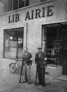 French Resistance fighters guard a bookstore in Paris, Aug. 1, 1944. (Photo by Roger Viollet/Getty Images)