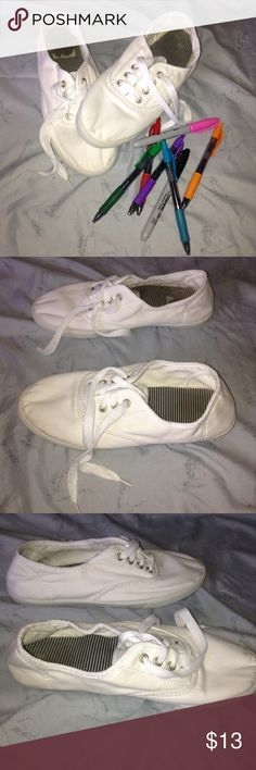 White Sneakers These are wonderful for any artist who wants to make their own shoes, just take some sharpies and draw! I've worn these once, they've been bleached to make sure they're the perfect white. The only signs of wear are on the soles and the bottoms of the shoes. Feel free to ask questions, make offers, and bundle! Unbranded Shoes Sneakers
