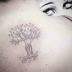 Tatuagem de árvore da vida: 80 ideias para todos os estilos Tattoos For Kids, Mom Tattoos, Body Art Tattoos, Tatoos, Tattoo Mama, I Tattoo, Motherhood Tattoos, Wedding Tattoos, Animal Tattoos