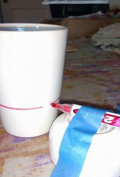 Glitter mugs & glasses Get a straight line using stabilized dry erase marker and then use electrical tape Sharpie Crafts, Vinyl Crafts, Vinyl Projects, Craft Projects, Sharpie Mugs, Glitter Crafts, Glitter Paint, Inkscape Tutorials, Cricut Tutorials