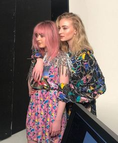 Maisie Williams And Sophie Turner Celebrity ? Sophie Gray, Maisie Williams Sophie Turner, Sophia Turner, Glamour Uk, Sansa Stark, Star Girl, Celebrity Hairstyles, Beautiful Actresses, Celebs