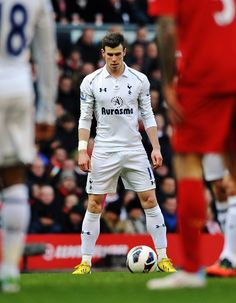 Gareth Bale - Southampton, Tottenham Hotspur, Wales and Real Madrid. Soccer Guys, Soccer Stars, Football Players, Best Football Team, Football Soccer, Nike Soccer, Soccer Cleats, Neymar, Fifa