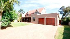 Houses & Flats for Sale in Brackenfell - Search Gumtree South Africa for your dream home in Brackenfell today! Gumtree South Africa, Flats For Sale, Primary School, Home And Family, High School, Lounge, Mansions, Nice, House Styles