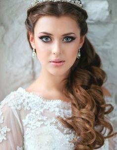 Inspiração de penteado para noivas de cabelos longos | Organizando Meu Casamento. http://bit.ly/noivascabeloslongos