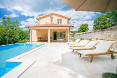 Villa Nona Nina Poreč Featuring an outdoor swimming pool with a furnished terrace, Villa Nona Nina offers air-conditioned accommodation with free WiFi access in Srbinjak. The property is in a secluded location, 19 km from Porec and 30 km from Limski kanal.