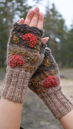 Knitted crocheted fingerless gloves with embroidered red berries and leaves forestwomen morigirl womenaccessories knitting Knit Mittens, Mitten Gloves, Knitting Socks, Fingerless Gloves Knitted, Hand Crochet, Crochet Baby, Knit Crochet, Mori Girl, Crochet Patterns For Beginners