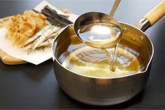 出汁をとって醤油とみりんと…いつも同じようにつくっているつもりでも、味がぶれたりしませんか? そんな時に覚えておきたいのが調味料の黄金比です。