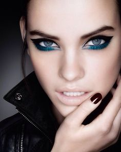 Barbara Palvin rocking glossy black nails, blue/green eyeliner and shadow… Makeup Inspo, Makeup Art, Makeup Tips, Face Makeup, Makeup Ideas, Make Up Gesicht, Make Up Inspiration, Beauty And Fashion, High Fashion