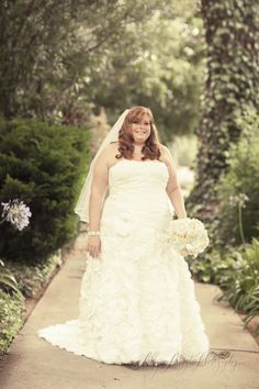Love everything about this wedding. She is such a gorgeous bride. Us plus size girls can rock a wedding dress, too & look just as beautiful! Beautiful Wedding Gowns, Dream Wedding, Wedding Fun, Wedding Season, Wedding Ideas, Plus Size Brides, Plus Size Wedding Gowns, Chubby Fashion, Plus Size Fall Outfit