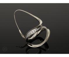 Thomas Garcia-Greno Earring Helix gold 750 & 0,40 ct diamonds Anticlastic artwork Germany