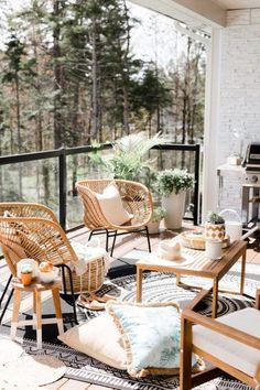 Trendy Small Balcony, Patio, Porch & Backyard Decorating Ideas with Tips Balcony Decor, Patio Remodel, Outdoor Furniture Inspiration, Cozy House, Cheap Home Decor, Patio Decor, Home Decor, Boho Apartments, Small Patio Decor