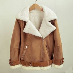 This absolutely beautiful aviator style shearling jacket is a must-have piece for fall / winter season. The contrast of the inner white shearling and the outer camel faux suede is what makes this color-blocking piece so interesting. Faux Fur Lined Coat, Faux Shearling Jacket, Leather Jacket With Fur, Sherpa Lined, Pu Leather, Coats For Women, Jackets For Women, Winter Fur Coats, Street Style