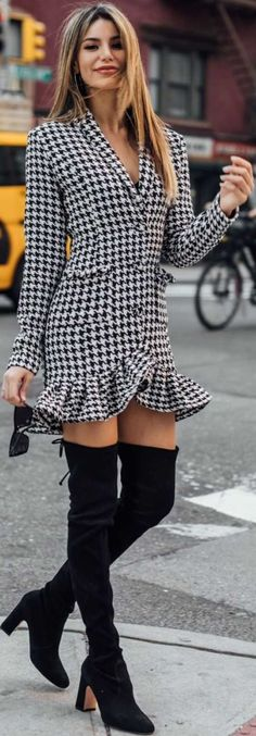Black White Fashion, Black And White, Style Me, Cool Style, Madison Reed, Street Photo, Holiday Fashion, Street Chic, Houndstooth