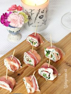Lekker hapje met Seranoham/rucola/roomkaas (Life By Rosie) – Food And Drink Party Food And Drinks, Snacks Für Party, Birthday Party Appetizers, I Love Food, Good Food, Yummy Food, Happy Foods, High Tea, Food Inspiration