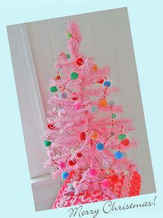 love a pink Christmas tree