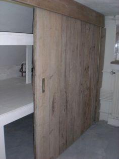 Mooie inbouwkast met steigerhouten schuifdeuren. Wauw! Door angeliquewijdeveld